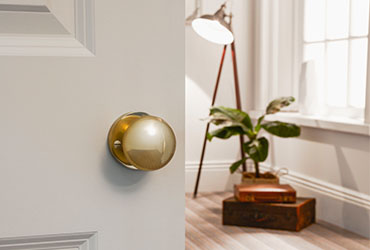 3 Easy Steps to Replace a Door Knob