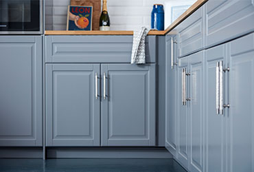 8 Tips on Fitting Kitchen Cupboard Doors